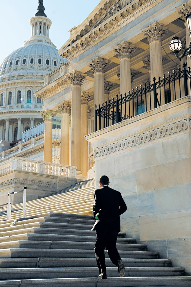 Tháng 11/2005. Obama trẻ tuổi đang chạy trên những bậc thang.