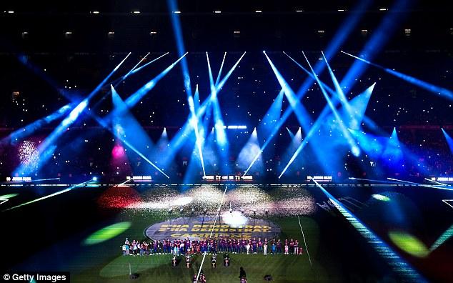 Camp Nou biến thành sân khấu hiện đại và bắt mắt.