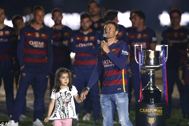 HLV Enrique chia sẻ cảm xúc khi dẫn dắt Barca giành cú đúp.