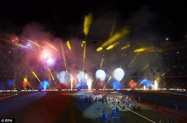 Bữa đại tiệc ánh sáng, âm nhạc sống động ở Camp Nou.