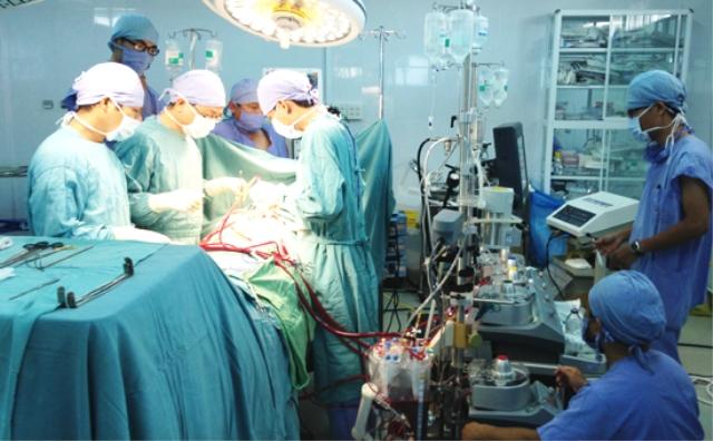 Các kỹ thuật chuyên môn cao, hiện đại cũng sẽ được tăng cường chuyển giao trong thời gian tới để nâng cao chất lượng dịch vụ khám chữa bệnh tại hệ thống các bệnh viện vệ tinh. (Ảnh minh họa)