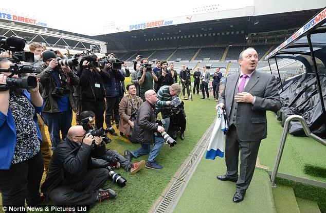 Trong ngày ra mắt, HLV Benitez cho biết ông sẽ thay đổi phong cách huấn luyện.
