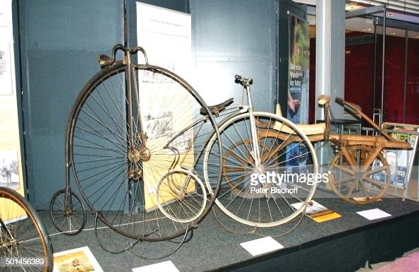 Các mẫu xe đạp cổ tại một viện bảo tàng tại Đức.