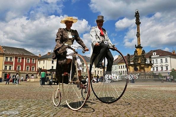 Ngày nay, tại thủ đô Prague của Czech Republic, một câu lạc bộ những người yêu xe đạp cổ vẫn hoạt động và thường xuyên tổ chức cuộc đua xe đạp bánh cao.