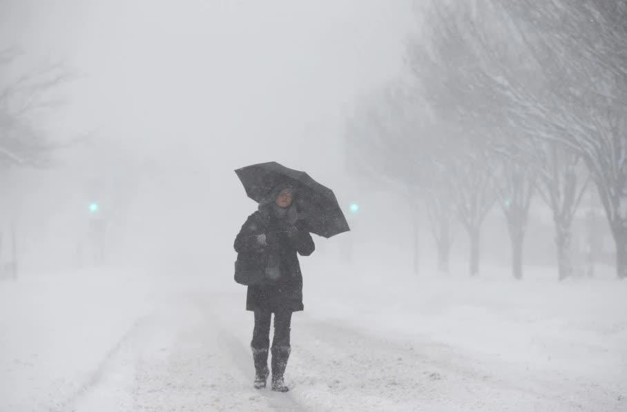 Đường phố Washington mù mịt vì tuyết