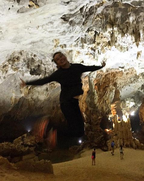 Bức ảnh này được Brie chụp tại động Phong Nha. Cô tỏ ra khá phấn khích. Sau khi ví mình như một con ma cô cũng đưa ra lời khuyên rằng đây là một hang động mà mọi người nên đến thăm.