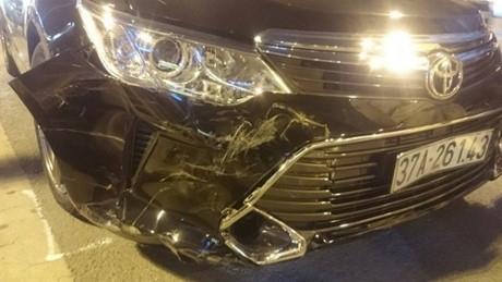 Xe Camry gây tai nạn liên hoàn.