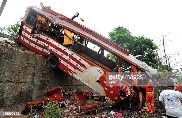 Sau đó, Bộ trưởng GIao thông Nitin Gadkari thừa nhận an toàn trên những tuyến đường cần được cải thiện hơn vì tai nạn giao thông là một trong những nguyên nhân lớn nhất dẫn đến tử vong tại Ấn Độ.