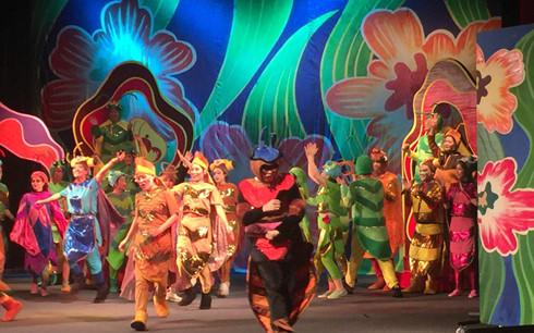 Chương trình Cậu bé khổng lồ lạc vào hang kiến do Đoàn kịch 1 Nhà hát Tuổi Trẻ dàn dựng