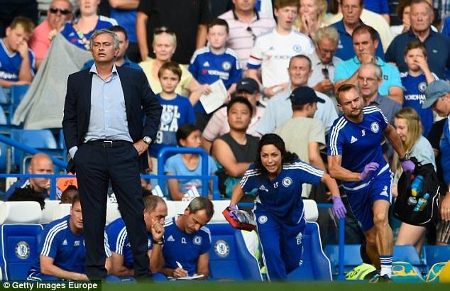 Và ông cũng đứng nhìn thất bại ê chề của đội nửa đầu mùa 2015/16 và bị sa thải cuối năm 2015.