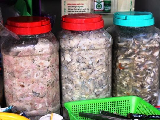 Mắm bò hóc, một loại mắm đặc trưng của Campuchia.