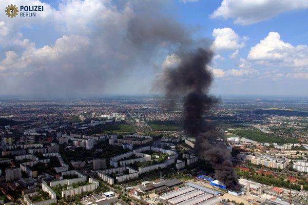 Toàn cảnh đám cháy lớn (Ảnh: Twitter của Cảnh sát Berlin)