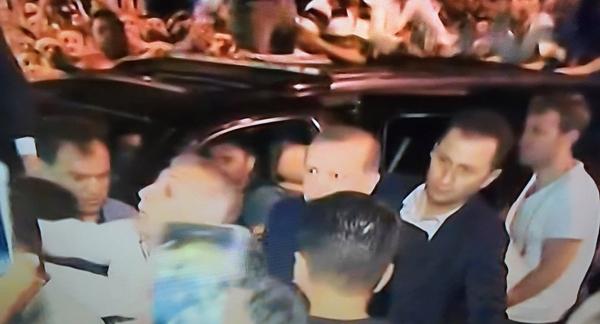 Tổng thống Thổ Nhĩ Kỳ Tayyip Erdogan đã có mặt tại tại sân bay Ataturk, Istanbul
