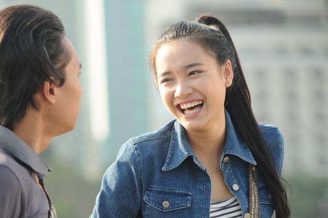 Trong bộ phim phát sóng trên VTV9, Nhã Phương hóa thân thành nữ sinh viên báo chí dám lăn xả.