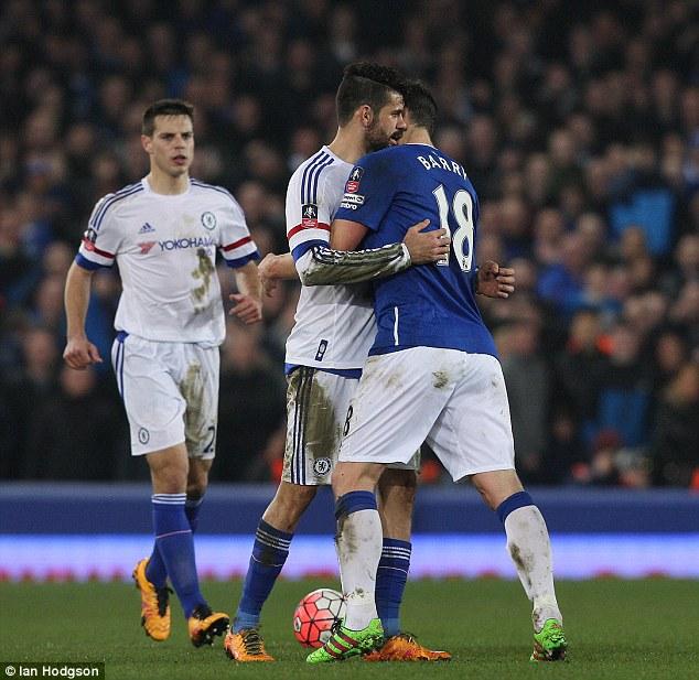 Hai cầu thủ đã có va chạm và trọng tài đã đuổi Costa.