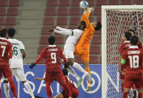 Thủ thành Sompornchơi tuyệt hay giúp U23 Thái Lan cầm chân U23 Saudi Arabia