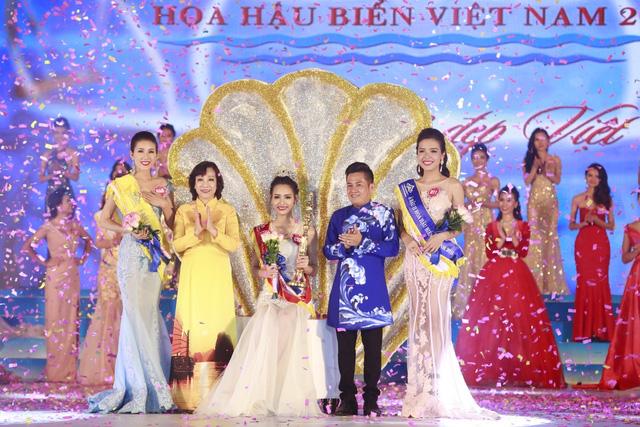 Giây phút đăng quang của Phạm Thùy Trang
