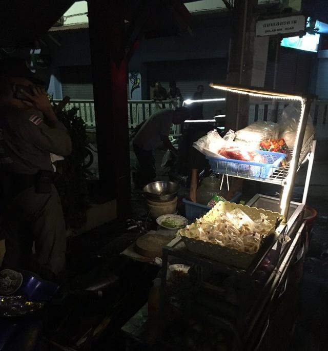 Được biết, người bị thiệt mạng là một phụ nữ bán đồ ăn đường phố tại khu vực này.