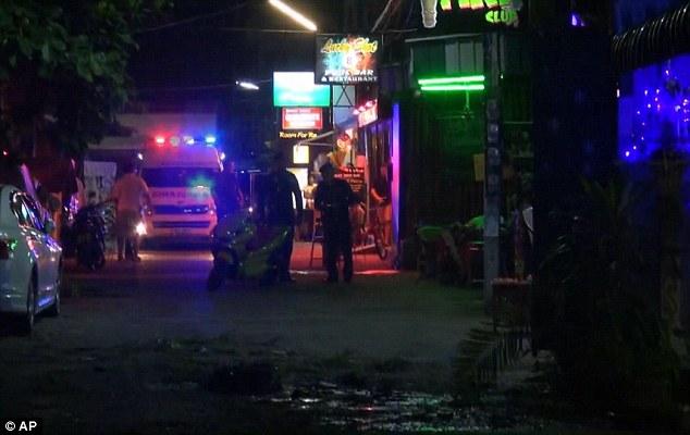 Khu vực cũng đã bị cảnh sát phong tỏa để tiếp tục tiến hành điều tra thủ phạm gây ra vụ việc.