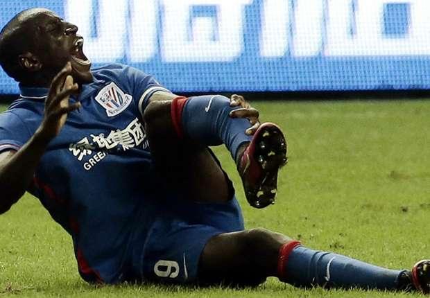 Chấn thương kinh hoàng mà Demba Ba vừa mắc phải.