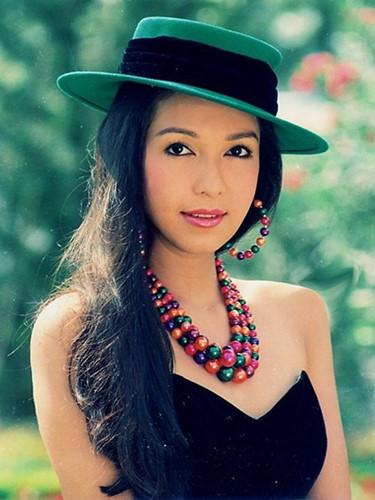 """Diễm My được mệnh danh là """"nữ hoàng ảnh lịch"""" của điện ảnh Việt thập niên 80, 90. Chị tham gia nhiều bộ phim như Tiếng sóng, Rừng lạnh, Vết thù năm tháng, Bí mật thành phố cấm, Dòng sông hoa trắng, Phía sau cuộc chiến…"""