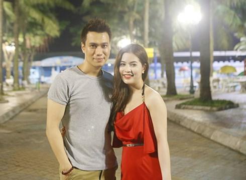Diễn viên Việt Anh hạnh phúc bên bạn gái.