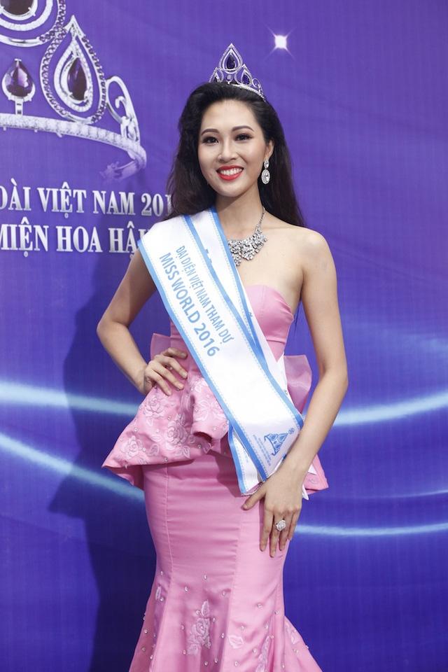 Diệu Ngọc đăng quang Hoa khôi Áo dài Việt Nam 2016.