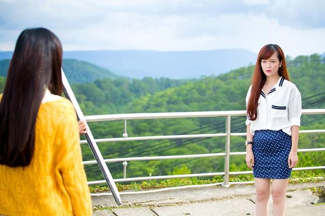 Hình ảnh Đinh Hương trong phim Khúc hát mặt trời.