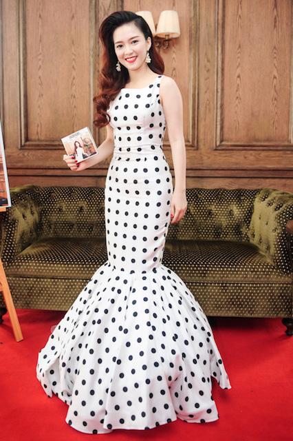 Trang phục Đinh Hương mặc được NTK Minh Quân thiết kế riêng cho cô.