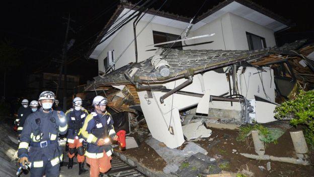 Nhiều ngôi nhà bị sập tại thành phố Kumamoto