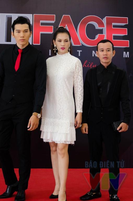 Bộ ba BGK vòng tuyển sinh của The Face Việt Nam gồm siêu mẫu Ngọc Tình, siêu mẫu - diễn viên Anh Thư và ông bầy Phúc Nguyễn (từ trái sang phải)