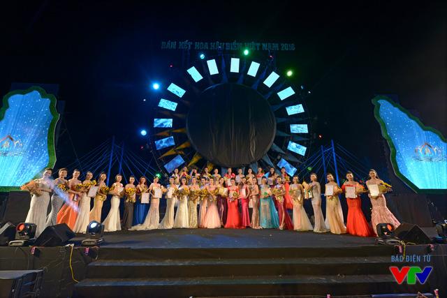 Đêm bán kết Hoa hậu Biển Việt Nam 2016 đã kết thúc tốt đẹp với danh sách 36 thí sinh lọt vào vòng chung kết