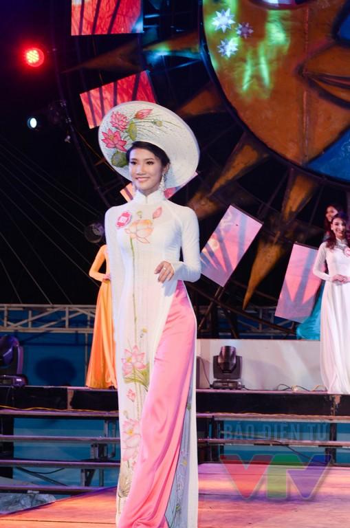 Vẻ đẹp của các thí sinh trong buổi tổng duyệt hứa hẹn sẽ mang đến một đêm thi bán kết hoành tráng và rực rỡ.