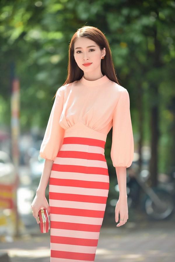 Sáng nay (9/7), Đặng Thu Thảo đã sớm có mặt để tham dự buổi sơ loại KV miền Bắc của cuộc thi Hoa hậu Việt Nam 2016