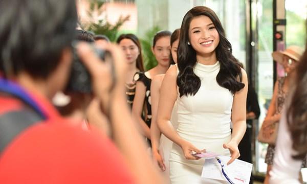 Các thí sinh gây ấn tượng với gương mặt đẹp, vóc dáng cân đối cùng nụ cười rạng rỡ.