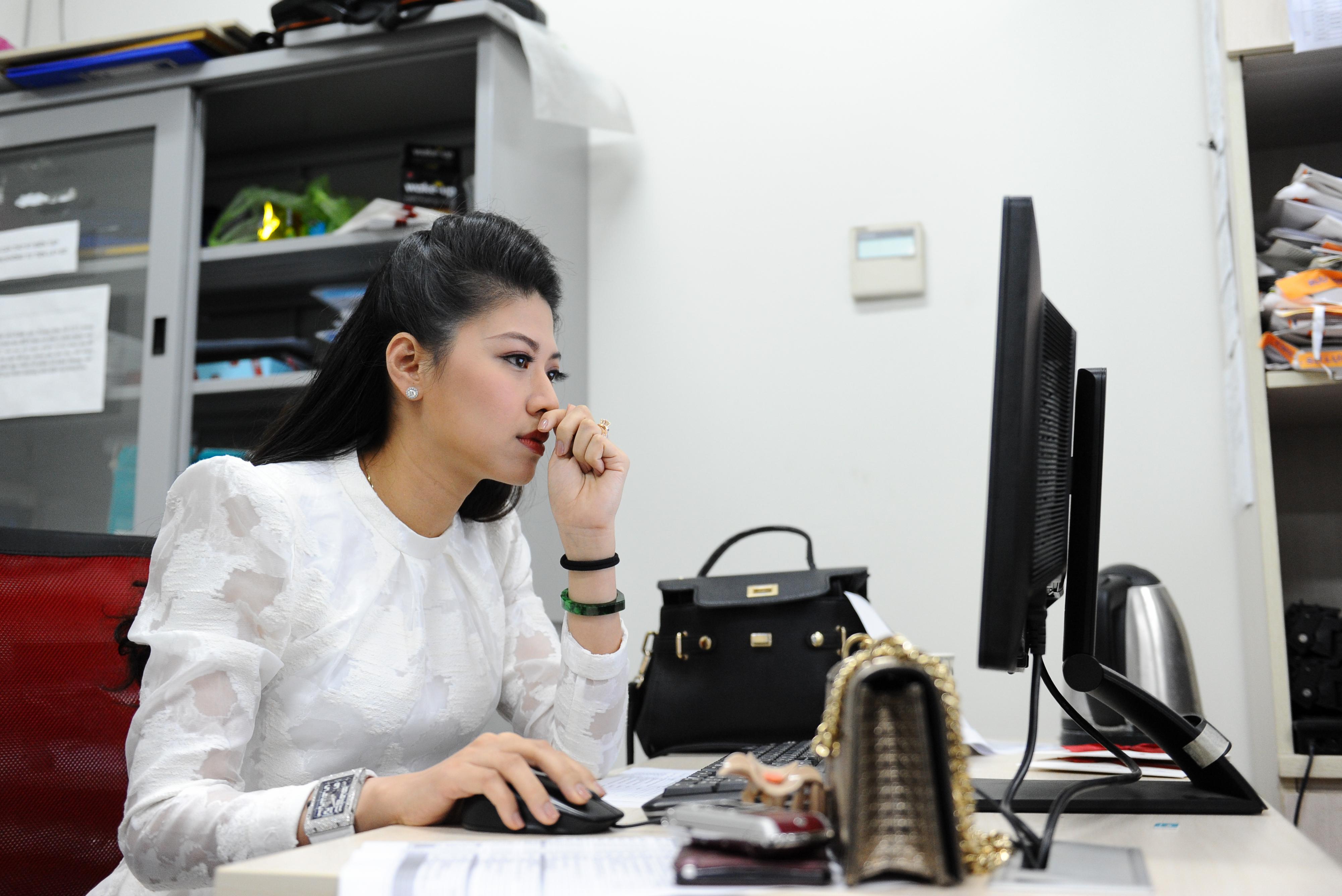 BTV Ngọc Trinh đã có 10 năm gắn bó với nghiệp báo và Đài truyền hình Việt Nam