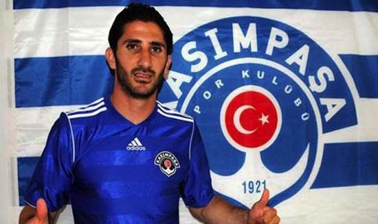 Sanharib Malki Sabah trong màu áo CLB Kasimpasa của Thổ Nhĩ Kỳ.