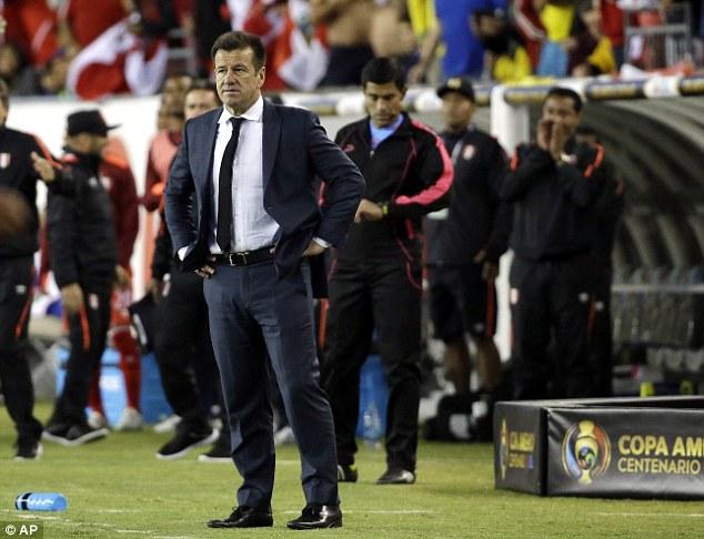 HLV Carlos Dunga không thể đem lại thành công cho ĐT Brazil