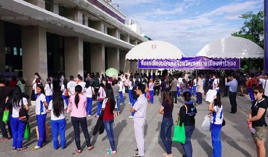 Người dân Tỉnh Pathum Thani - một tỉnh ở miền Trung Thái Lan tham gia bỏ phiếu. (Ảnh: Khao Sod)