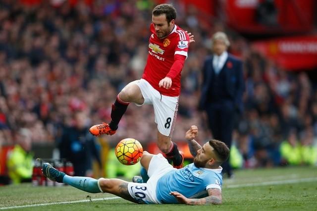 Mata cùng các đồng đội sẽ phải vượt qua Man City nếu muốn duy trì tham vọng giành vị trí thứ 4 (Ảnh: Getty)