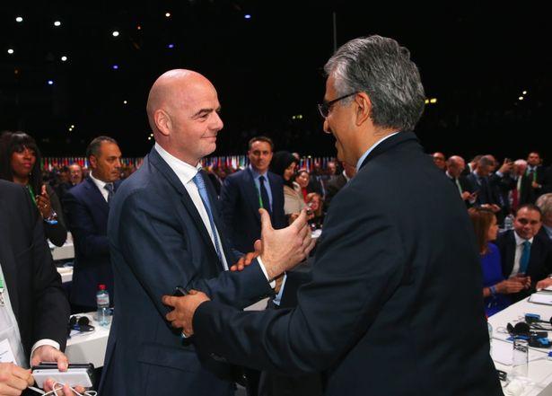 Ông Sheikh chúc mừng ông Gianni Infantino đã trở thành tân Chủ tịch FIFA