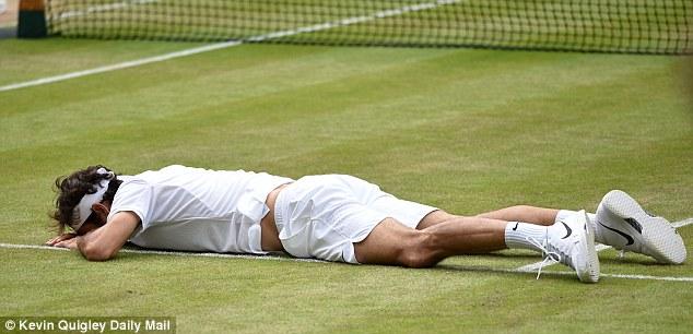 Federer kiệt sức sau 5 set đấu