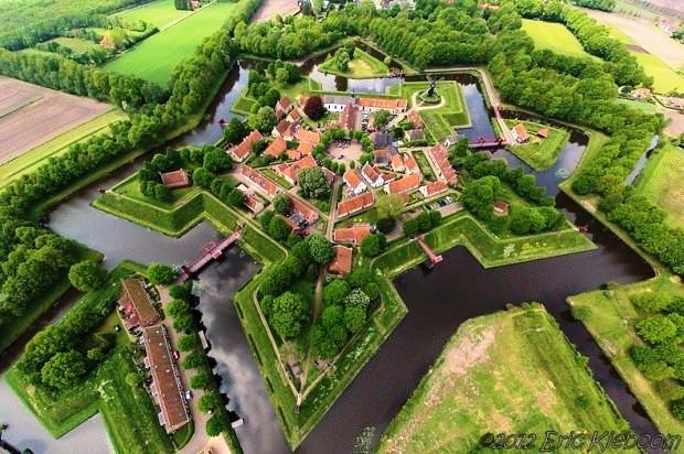 Pháo đài hình ngôi sao Fort Bourtange ở làng Bourtange, Hà Lan