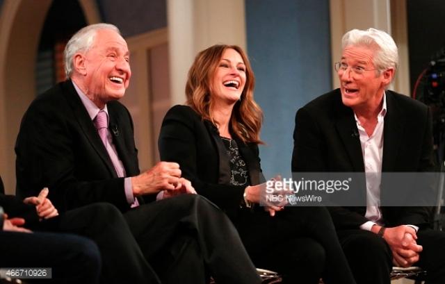Garry Marshall, đạo diễn phim Pretty Woman và hai diễn viên chính người đàn bà đẹp Julia Roberts và Richard Gere trong một chương trình talkshow.