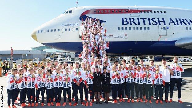 Đoàn Thể thao Vương Quốc Anh trở về nước