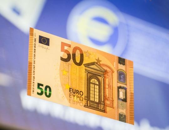 Mặt trước của đồng 50 Euro mới