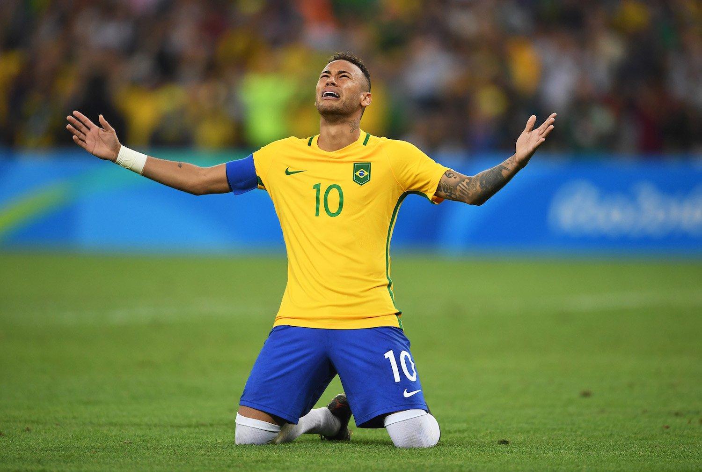 Sau một trận chung kết Olympic Rio 2016 căng thẳng đến nghẹt thở, cuối cùng Neymar và ĐT Brazil đã giành được tấm HCV lịch sử