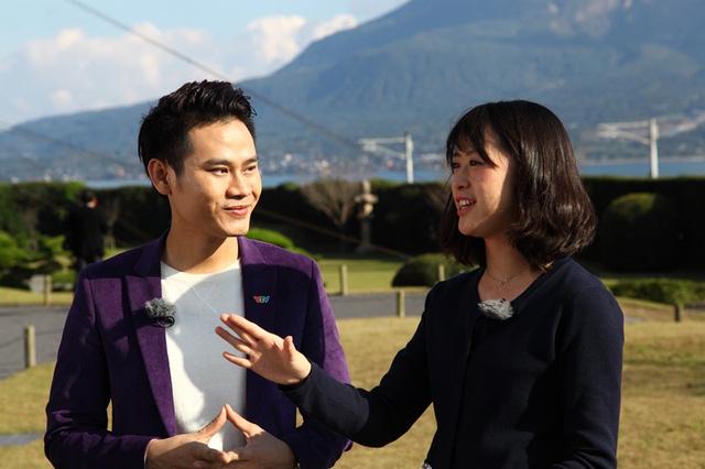 MC Hồng Phúc dẫn chương trình cùng với MC Manami (Đài TH MBC)