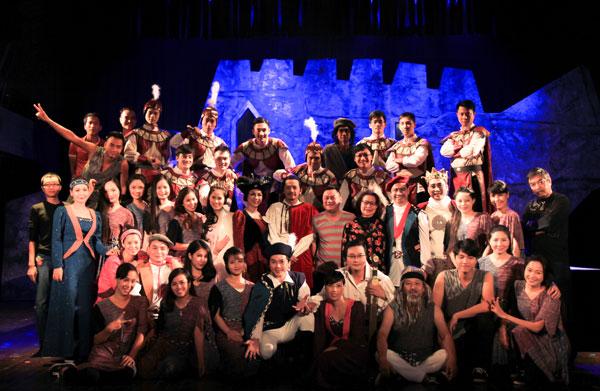Các nghệ sĩ tham gia vở diễn Hamlet