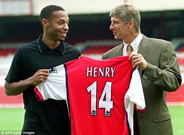 HLV Wenger đưa Henry về Arsenal năm 1999 với giá 11 triệu Bảng sau khi tiền đạo này vô địch World Cup 1998 cùng ĐT Pháp.